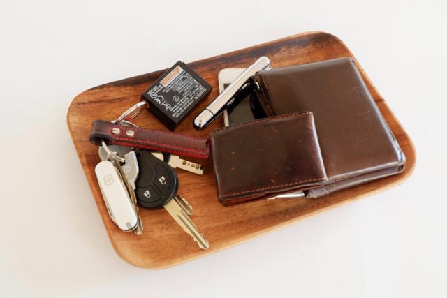 木のトレイ 鍵 財布 スマホ